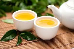 Đối tượng nào không nên uống trà xanh?
