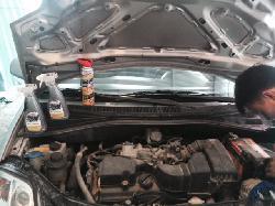 Động cơ ô tô bám bụi bẩn có cần phụt rửa?