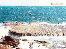 2 khu vực miền Trung thu hút đông đảo du khách đến tham quan